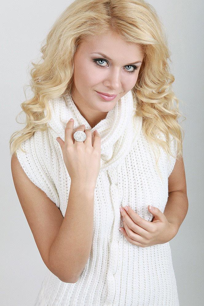 Sabina (34) aus VIP Agent... auf www.herz-zu-verschenken.pl (Kenn-Nr.: d00115)